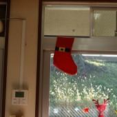 窓にはサンタの忘れ物?