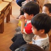 始めての教会でお祈り
