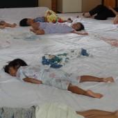 それぞれの寝方あり・・・