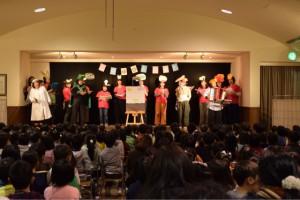 優しくて美しい歌声とともに、幼稚園生活を振り返り、涙する観覧者さんも。