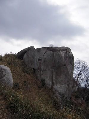 さぁ目指すはあの 岩!
