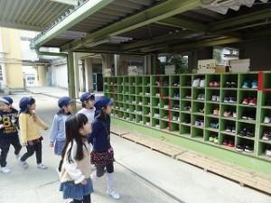 靴箱がいっぱい