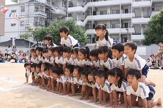 クラスみんなで歯をくいしばりながら力をあわせたピラミッド。 大成功で、拍手をたくさん貰って嬉しかったね・・・!
