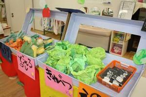 きゅうりにキャベツにとうもろこしにえのき茸・・・! たーくさんのお野菜、いっぱい売ることができたね!