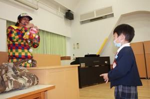 最初に作って頂いたのは「あんぱんまん」のバルーン! 年少クラスのお部屋に、お土産に頂きました♪