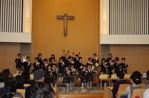 最高学年年長ひばり組! 合唱2曲・合奏・聖歌・手話の曲と盛りだくさんのプログラムを 明るく楽しい雰囲気で披露してくれました! 「スマイル」の合唱は私達が辛い時に、 勇気を与えてくれるような、 優しくて力強い合唱でした^^